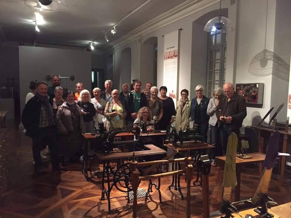 photo de groupe au musée de la ganterie (Millau)