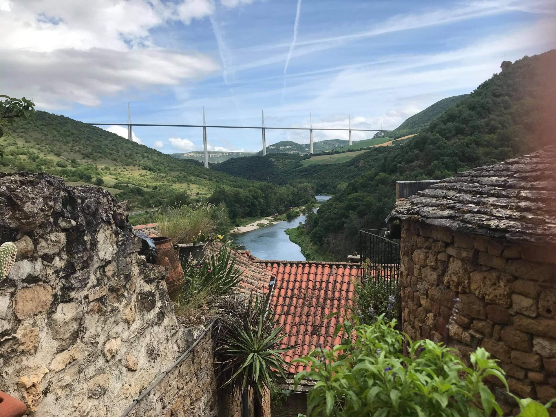vue du viaduc depuis le village de Peyre