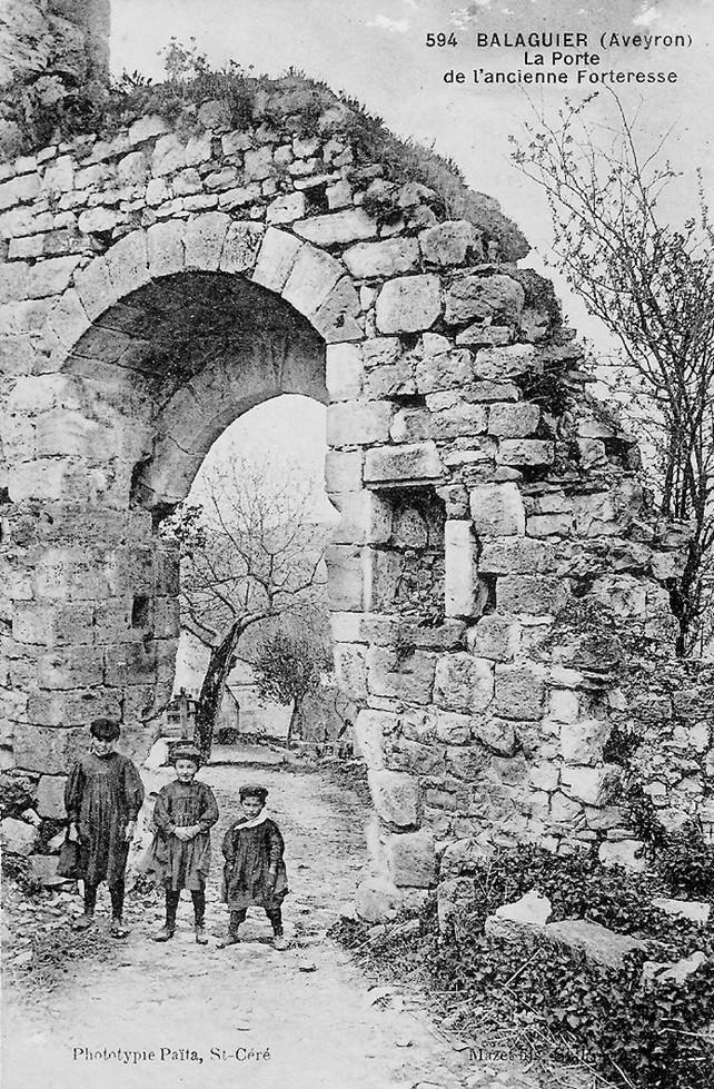 Porte de l ancienne forteresse